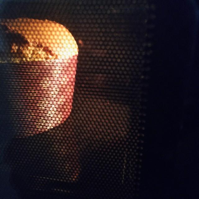 オーブンでケーキを焼く