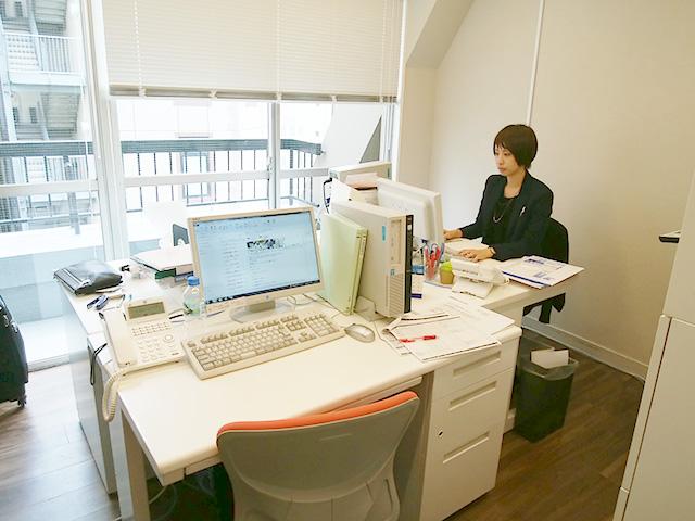 未経験歓迎&女性スタッフ多数!オフィス仲介の一般事務のお仕事【東京/東新橋】
