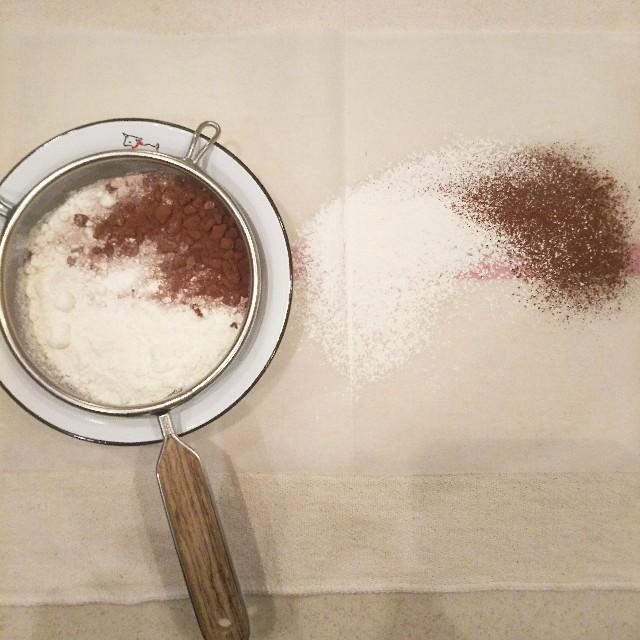ココアパウダーと薄力粉
