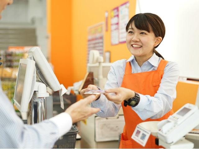 接客・品出し・レジ・清掃がメインのお仕事♪ 「カンタン×シンプル×安心」のミニスーパーです! 都内・埼玉県・千葉県を中心に110店舗以上を展開する、イオングループの食品ディスカウントスーパー『アコレ』新規スタッフ募集!